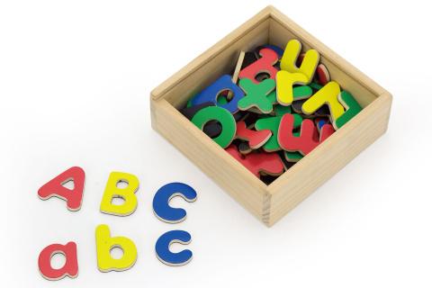 Dřevěná magnetická písmena v krabičce