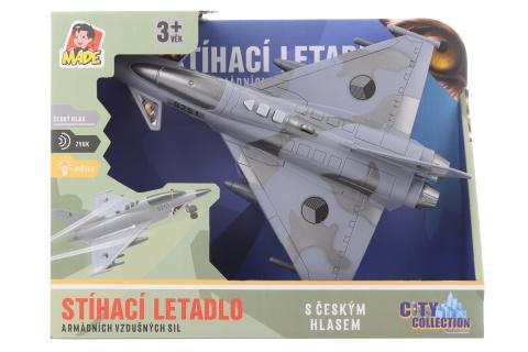 Stíhací letadlo na baterie s českým hlasem