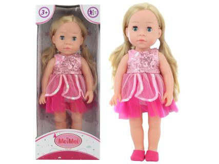 Panenka mrkací blondýnka v růžových šatech